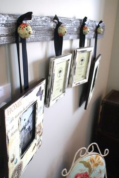 Cute idea for hanging photos. add knobs to a piece of old barn wood, and hang pictures with ribbons - put in the stairwell Barn Wood Decor, Barn Wood Crafts, Barn Wood Projects, Old Barn Wood, Reclaimed Wood Projects, Reclaimed Wood Furniture, Reclaimed Barn Wood, Diy Projects, Industrial Furniture