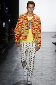 See the complete Jeremy Scott Fall 2016 Ready-to-Wear collection.
