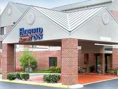 Charlottesville (VA) Fairfield Inn Charlottesville North United States, North America Stop at Fairfield Inn Charlottesville North to discover the wonders of Charlottesville (VA). The property features a wide range of facilities to make your stay a pleasant experience. Free Wi-Fi in all rooms, 24-hour front desk, facilities for disabled guests, express check-in/check-out, newspapers are just some of the facilities on offer. Guestrooms are fitted with all the amenities you need ...