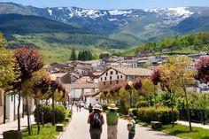 Los 14 pueblos de montaña más bonitos de España Tourist Spots, Vacation Spots, Beautiful Places In Spain, Spain Holidays, Summer Sky, World Photo, Spain And Portugal, Spain Travel, Andalusia