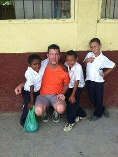 Robert Sanford: Volunteer Honduras: Teaching English Program: July 2013 : In La Ceiba there is a growing need for native English speakers to help students become a part of the growing hospitality industry. Volunteers work at a local primary school or high school in La Ceiba. These areas are very poor, and the schools lack native English-speaking volunteers.  In this program, volunteers will help children learn the correct use of English words and master English grammar.