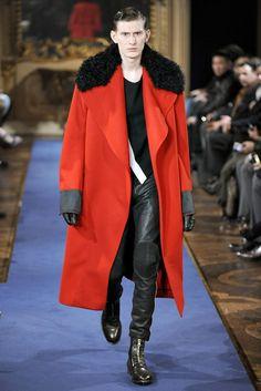 Alexander McQueen Fall 2020 Menswear Fashion Show - Vogue Men Fashion Show, New Fashion, Trendy Fashion, Romantic Fashion, British Fashion, Male Fashion, Fashion Trends, Alexandre Mcqueen, Textiles