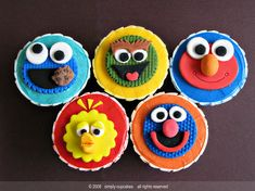 Let's talk about cupcakes today. Of course these are sesame street themed cupcakes made by different people. Pastel Cupcakes, Fondant Cupcake Toppers, Fun Cupcakes, Cupcake Cakes, Monster Cupcakes, Custom Cupcakes, Cupcake Ideas, Birthday Cupcakes, Mini Cakes