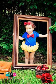 Snow White Tutu Cute Couture Princess outfit is adorable but I really like the picture frame idea. Too cute! Princess Photo, My Princess, Everyday Princess, Birthday Pictures, Baby Pictures, Snow White Tutu, Snow White Birthday, Baby Girl Birthday, Shooting Photo