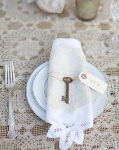 Vintage Wedding Decor - Weddbook from Ken Carino. Beautiful ideas.