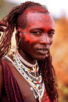 Salei Maasai Warrior, Tanzania - Tribes of Africa Tribes Of The World, People Around The World, African Culture, African History, Tribal Face Paints, Tribal Warrior, African Tribes, African Hairstyles, African Beauty