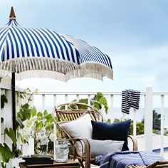 Keep Your Cool : 7 Stylish Patio Umbrellas