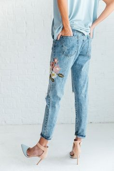 DETAILS: - Distressed jean with embroidered detailing - From Zara's basic denim line - Run very small! - Non-Stretch Denim - Small = Size - Medium = Size - Large = Size - X-Large = Size Free People Clothing, Clothes For Women, Fashion Books, Fashion Outfits, Apple Bottom Jeans, College Fashion, Casual Street Style, Simple Outfits, Beautiful Outfits