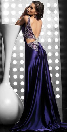 Stunning purple dress with butterfly stoning - fashion.beyond-goodproducts.com