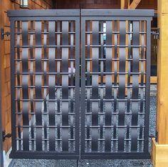 Portón House Main Gates Design, Grill Gate Design, Steel Gate Design, Iron Gate Design, Window Grill Design, House Front Design, Metal Gates, Wrought Iron Gates, Porte Design