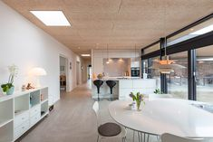 Inspiration: Akustikloft i hus med betongulv | Troldtekt