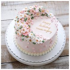 You just have to find it. So glad i did, i will tell you in the next post. Pretty Cakes, Beautiful Cakes, Amazing Cakes, Beautiful Things, Buttercream Cake Designs, Buttercream Flower Cake, Cake Decorating For Beginners, Cake Decorating Tips, Violet Cakes