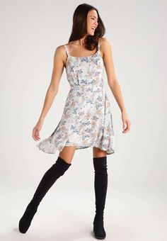 Wicked 130+ Beautiful Floral Dress https://fazhion.co/2017/03/30/130-beautiful-floral-dress/ Winter gloves are designed in accordance with the requirements of the consumer. Besides dresses, these types of boots seem cool with denim skirts too. Cowboy boots are not only for cowboys and they're seen throughout the ramp.