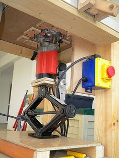 automotive jack as a lift mechanism for a router. Nice.