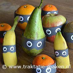 Classroom treats with fruit - traktatie Fruit boefjes Fruit Decorations, Food Decoration, School Treats, After School Snacks, Birthday Treats, Party Treats, Healthy Treats, Healthy Kids, Classroom Treats