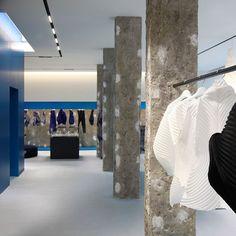 Issey Miyake London Flagship Store, UK. Architecture and lighting design: Tokujin Yoshioka. Lighting products: iGuzzini illuminazione. Photographed by: Antony Crolla. #iGuzzini #lighting #LaserBladeSystem53