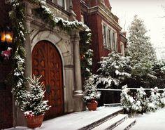 Front Door of Glensheen decorated for Glensheen Christmas Tours