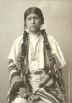 Young Yakama Indian Maiden, Washington, ca. 1896. http://www.thecanadianencyclopedia.com/media/tlingit-basket-1673.jpg