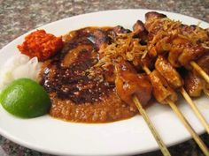 Chicken skewer with peanut sauce. Sate Ayam, Satay Recipe, Indonesian Cuisine, Indonesian Recipes, Asian Kitchen, Malaysian Food, Dinner Menu, Grilled Chicken, Asian Recipes