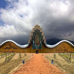 I love this winery in La Rioja, Ysioso and it's architect Calatrava but apparently the design was not water tight :( #larioja