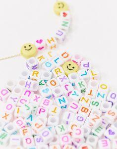 ASOS DESIGN - Smykkesæt med gylden halskæde og armbånd med alfabetperler, der kan skiftes | ASOS Alphabet Beads, Jewelry Kits, Asos, Daisy, Beaded Necklace, Bracelets, Gold, Design, Bangle Bracelets