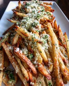 These Crispy Baked Parmesan Garlic Fries are the only way that you'll want to eat fries. They are perfectly crisp, perfectly cheesy, and perfectly delicious Garlic Parmesan Fries, Garlic Aioli, Roasted Garlic, Garlic French Fries, French Fries Recipe, Tapas, Crudite, Good Food, Recipes