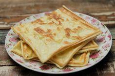 Fica a dica se você está de dieta ou procura refeições rápidas, veja essa receita de pão de queijo fit. Pão de Queijo de Batata Doce na Sanduicheira