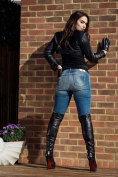 Stiefel Black leather bolero jacket gloves jeans OTK boots - Hans Mueller Another activity that's po Thigh High Boots Heels, Hot High Heels, Heeled Boots, Thigh High Leather Boots, Sexy Outfits, Casual Skirt Outfits, Boot Outfits, Outfit Jeans, Shirt Outfit