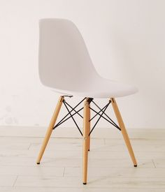 Eiffel inspired chair with wooden legs
