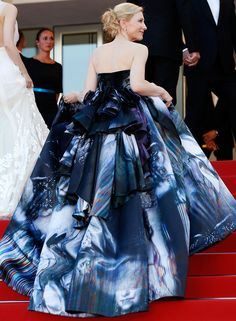 The Best Cannes 'Better From the Back' Throwbacks Dresses | People - Cate Blanchett in Giles Deacon