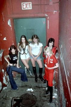 Hello Daddy, hello Mom, I'm your ch-ch-ch-ch cherry bomb! The Runaways (NYC, Joan Jett, Beastie Boys, Pop Punk, Chicas Punk Rock, Photo Rock, History Of Punk, Sandy West, Cherie Currie, Lita Ford