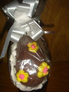 HUEVOS DE PASCUA DE CHOCOLATE Ver receta: http://www.mis-recetas.org/recetas/show/5872-huevos-de-pascua-de-chocolate