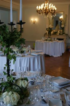 Mariage chateau bouscaut centre de table lierre roses for Chandelier centre de table