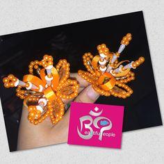 #floressencillas decorado con perlas naranjas #delicado #natural #bienarmados, para consultas y pedidos vía whatsapp 6384-5468 y 6499-7455 #bppanama #panama #tradiciones #tradicionespanameñas #lindaspolleraspanamá #aprendiendodelosmejores #instamood #instadaily #panamacity #panama507 #artesanal #artesanas #crafts #craftwoman #sew #sewing #sewingproject