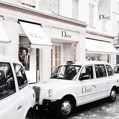 There's nothing more sophisticated than a woman wearing Dior (or in this case riding in one.)⠀⠀⠀⠀⠀⠀⠀⠀⠀ ⠀⠀⠀⠀⠀⠀⠀⠀⠀ Fashion fades but Dior is eternal. Foto Fashion, Fashion Mode, Fashion Brands, Dior Fashion, Style Fashion, Womens Fashion, Christian Dior, Boujee Aesthetic, Aesthetic Pictures