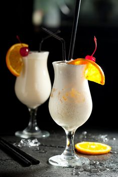 Zdjęcie 8 pysznych i prostych drinków na sylwestra! #2 Bar Drinks, Alcoholic Drinks, Coctails Recipes, Blue Curacao, Keto Diet For Beginners, Pina Colada, Party Snacks, Irish Cream, Keto Recipes