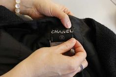 Making of the Chanel Little Black Jacket: stitching it in. © Chanel.