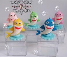 lembrancinha baby shark biscuit Baby Birthday Cakes, Shark Party, Baby Shark, Fondant, Biscuits, Dolls, Neymar, Ideas, Baby Birthday