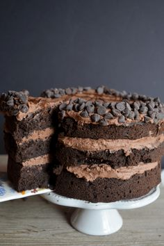 Starting the keto diet doesn't mean you have to cut out dessert. These 30 low-carb dessert recipes—keto brownies, keto dalgona coffee, and more—are delicious. Chocolate Low Carb, Death By Chocolate Cake, Keto Chocolate Cake, Chocolate Lovers, Chocolate Desserts, Italian Chocolate, Healthy Chocolate, Desserts Keto, Mini Desserts