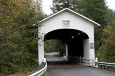covered bridges in Oregon via journeywithstevenmichael.blogspot.com/201