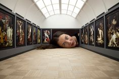Artist Tezi Gabunia's tiny Put Your Head into Gallery. Features Saatchi Gallery, the Louvre, Tate Modern, and Gagosian Gallery. Saatchi Gallery, Galerie Saatchi, Galerie D'art, Interactive Installation, Interactive Art, Interactive Museum, Space Gallery, Art Gallery, Simple Canvas Paintings
