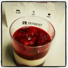 Red Berries on Mascarpone Creme! Red Berries, Drink, Eat, Ethnic Recipes, Desserts, Food, Mascarpone, Soda, Meal