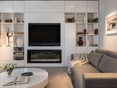 Rincón de lectura junto al ventanal Home Living Room, Living Room Decor, Bedroom Decor, Fireplace Tv Wall, Condo Decorating, Interior Design Living Room, Family Room, New Homes, Sweet Home