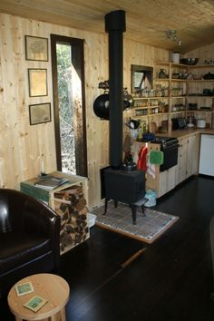 I've been wanting to show you Tony's tiny house by Hornby Island Caravans for a while. The bath house is separate (you can see it to the left) which has a: composting toilet, washer/dry… Tiny Apartments, Tiny Spaces, Compact Living, Tiny Living, Caravan Home, Small Tiny House, Kitchen Views, Little Houses, Tiny Houses
