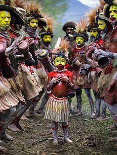 Huli tribe, Papua New Guinea - http://www.papuanewguinea.travel/papuanewguineaculture