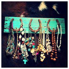 Horseshoe jewelry hanger