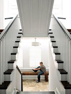 escalera que esconde un cuarto secreto