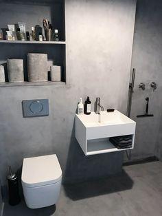"Microcement - læs alt om det ""magiske"" microcement til badeværelset! Bathroom Inspo, Bathroom Interior, Master Bathroom, Pent House, Double Vanity, Toilet, Home Improvement, Shower, Micro Cement"