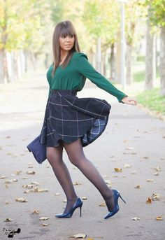 Cute Dress Outfits, Pin Up Outfits, Sexy Dresses, Pantyhose Fashion, Pantyhose Outfits, Colored Tights Outfit, Iranian Women Fashion, Girls In Mini Skirts, Beautiful Young Lady