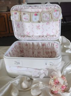 modpodge train case - great idea to showcase cards inside (garage sale find & reline with pretty fabric)